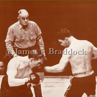 Braddock jabs Farr with a left