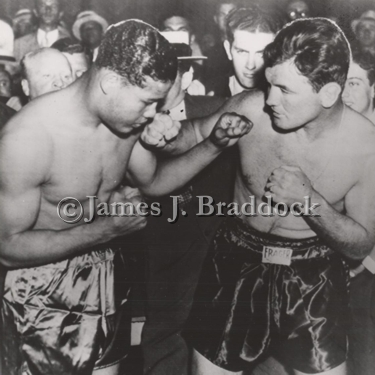 Joe Louis & James Braddock at weight-in. Chicago, June 1937.